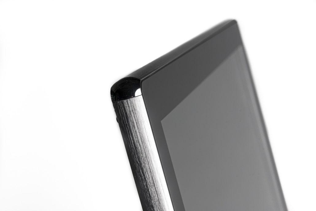 écran bords en chrome